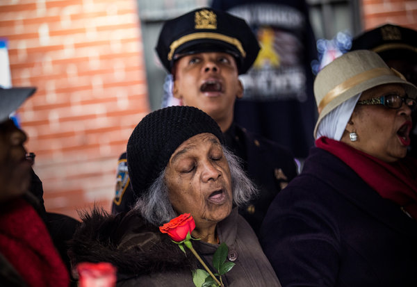 Community mourning loss of fallen police officers on Christmas 2014.