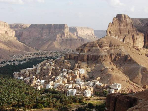 HILLSIDE TOWN IN YEMEN