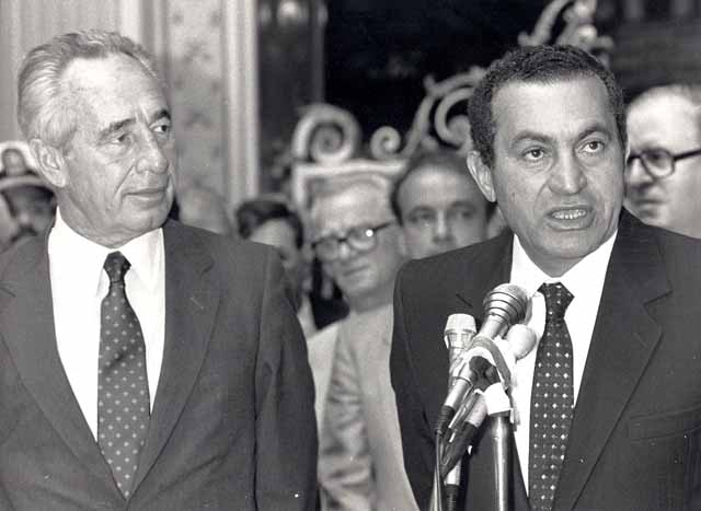 Israeli Prime Minister Shimon Peres and Egyptian President Hosni Mubarak Taba talks