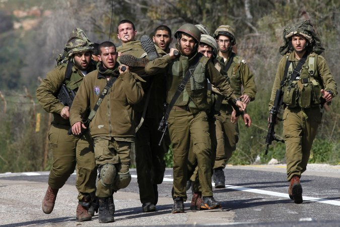 ISRAELI SOLDIERS CARRYING THEIR WOUNDED