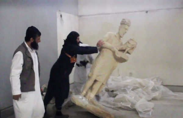 ISIS DESTROYING ARTIFACT IN MOSUL MUSEUM