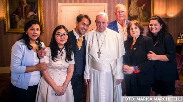 Pope Francis US visit with gay couple, who were married in 2010, Yayo Grazzi, Iwan Bagus and family