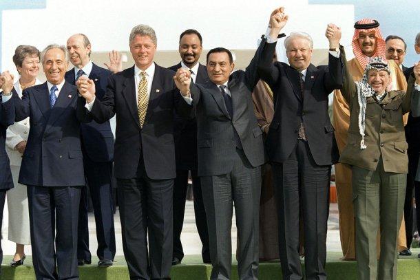 Israeli PM Shimon Peres, Bill Clinton, Egyptian PM Hosni Mubarak and Palestinian Chairman, Yasser Arafat