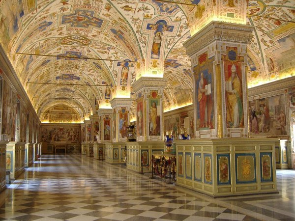 THE VATICAN MUSEUM INTERIOR