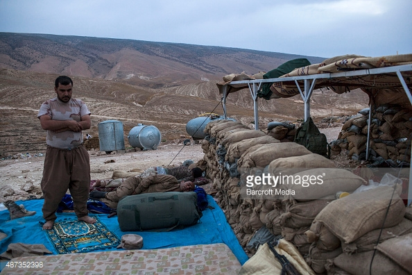 ISIS Peshmerga soldiers pray and sleep 487352398