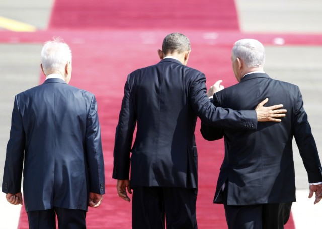 US President Barack Obama with hand on back of Israel PM Benjamin Netanyahu