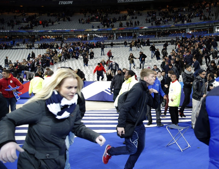 Spectators invade the pitch of the Stade de France stadium after the international friendly soccer match. Friday, Nov. 13, 2015. Explosions were heard nearby. Photo/Christophe Ena)