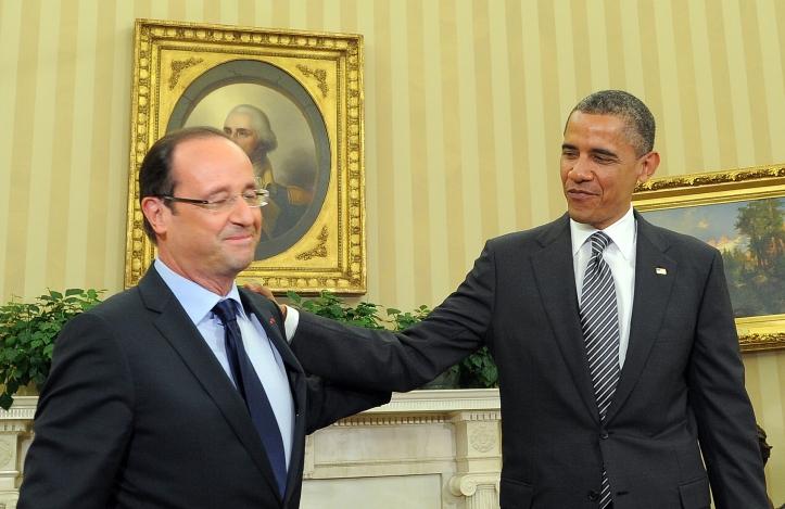 US President Barack Obama (R) speaks with French President Francois HollandeAFP PHOTO/Jewel Samad (Photo credit should read JEWEL SAMAD/AFP/GettyImages)