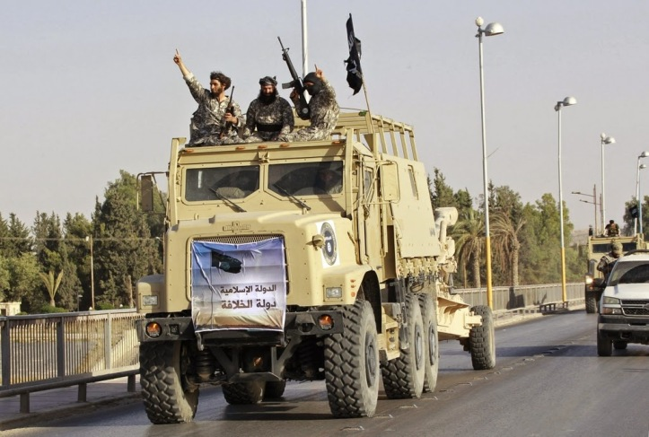 Raqqa-ISIS driving US vehicle abandoned by Iraqi military