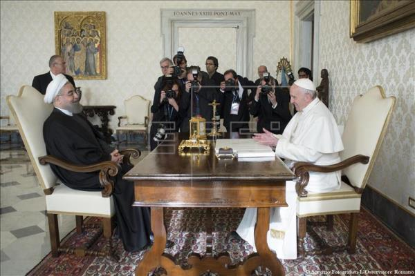 IRAN President-Rohani-and-Pope-Francis-at-Vatican-2.jpg 00