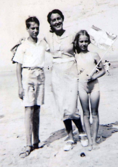 Eva Schloss with her brother, Heinz and her Mom, Frtizi