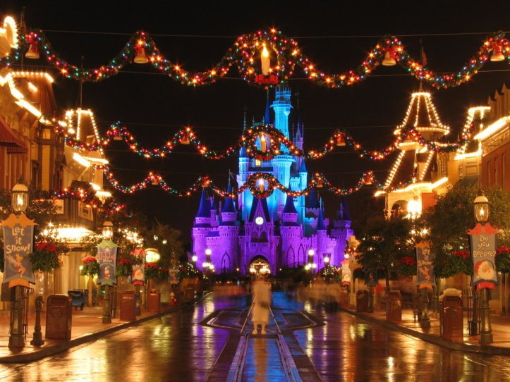 DISNEY Christmas-at-Disney-World-christmas-2948074-1024-768