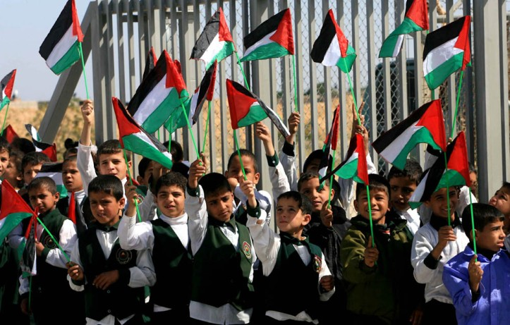 andrew palestinian children-holding-palestinian-flags