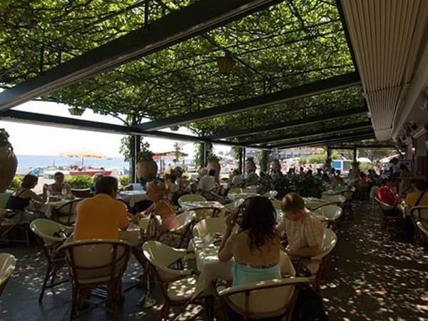 italy best cafe scene buca-di-bacco-positano-50098