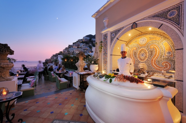 This is the premier but expensice place for dinner-LeSirenuse. Positano