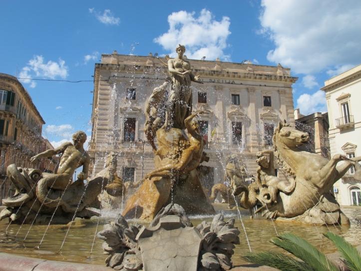 Piazza Archimede and Fontana Diana