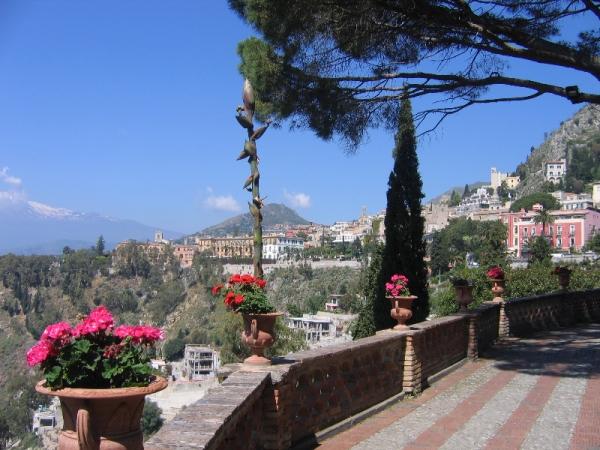 taormina can see vs etna-from-villa-comunale-of-taormina-copy