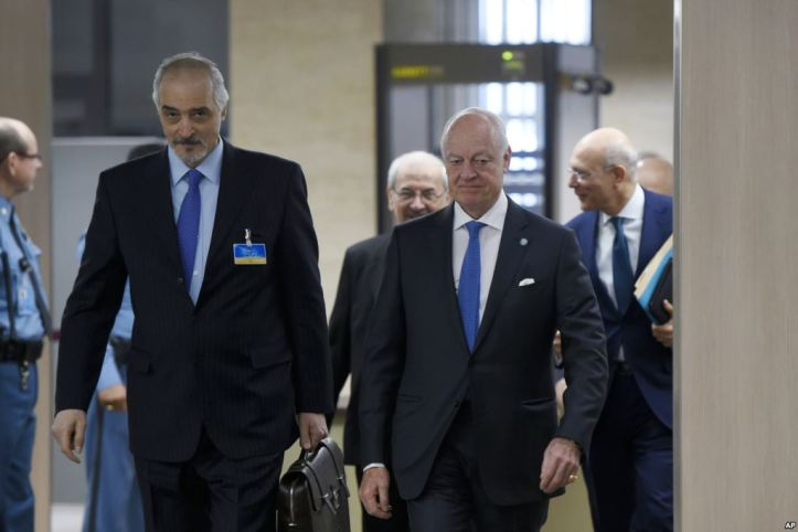 Bashar al-Jaafan on left with U.N. Envoy, Staffan de Mistura
