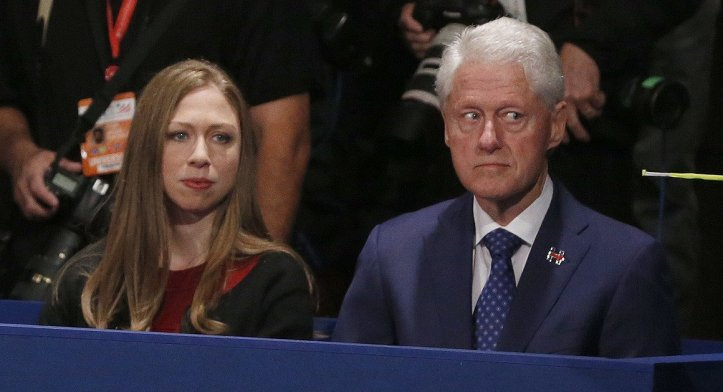 clinton-2nd-debate-bill-and-chelsea-cuxrbh3waaevw5r