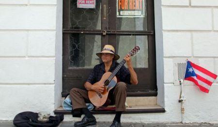 clinton-photo-of-pr-man-at-door-playing-guitar-ap_673588739295_c0-235-5616-3508_s561x327