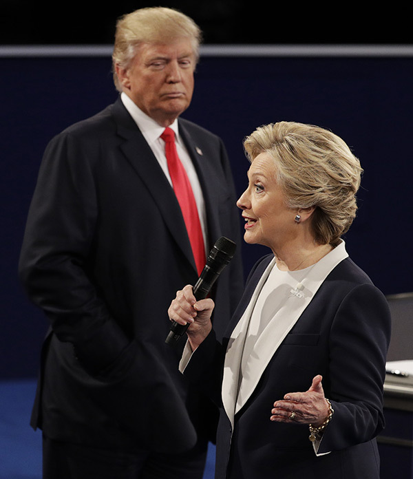 clinton-photo-w-dt-looming-over-hrc-econd-presidential-debate-13