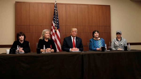 clinton-use-tis-pic-dt-and-4-women-rtsricy-e1476059115902
