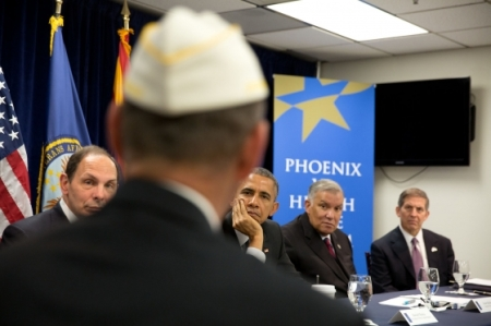 clinton-va-pres-obama-joe-robles-president_obama_at_va_roundtable