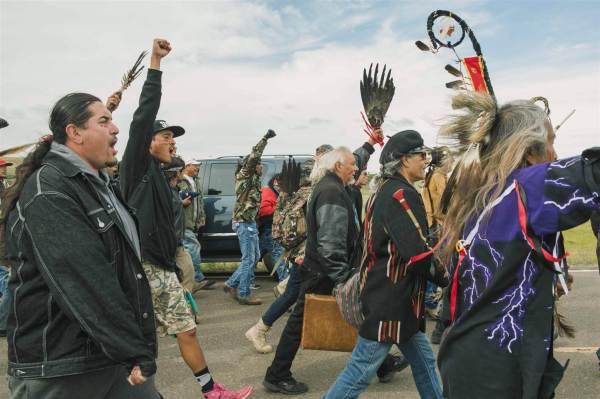 dakota-pix-use-160909-dakota-pipeline-protest-nd-303p_105f64268081119251fedf8b579a26ac-nbcnews-ux-2880-1000